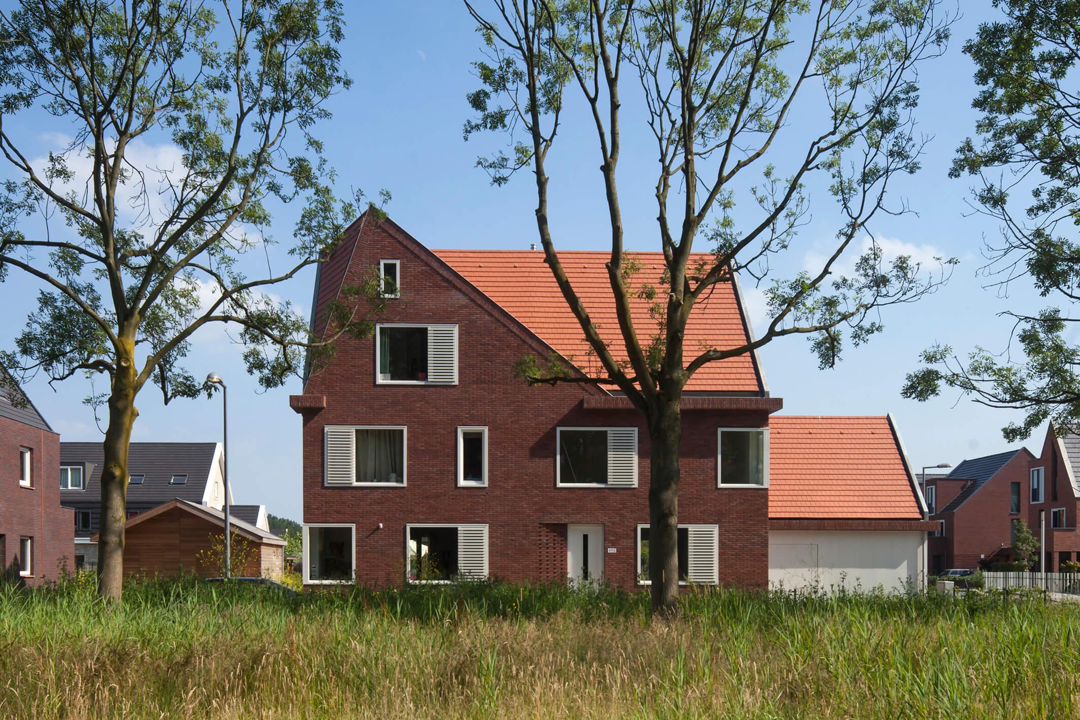 Bovenbeek, 16Hoven