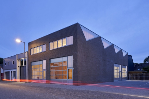 Fraai industrieel gebouw gebaseerd  op de kwaliteiten van het sheddak